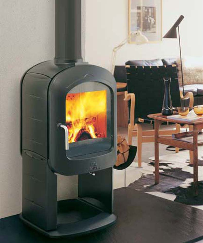 small-and-modern-fire-place-by-jotul-F250